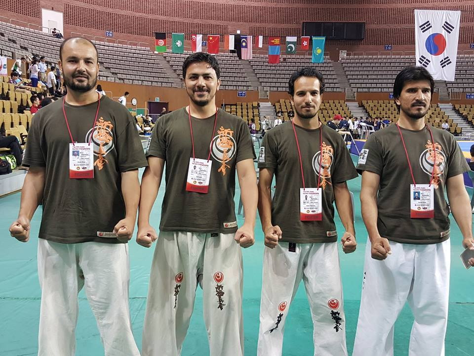 ghani-with-players-who-represented-pakistan-in-tournament