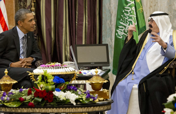 US President Barack Obama (L) meets with Saudi King Abdullah (R) at Rawdat Khurayim, the monarch's desert camp 60 KM (35 miles) northeast of Riyadh, on March 28, 2014. Obama arrived in Riyadh for talks with Saudi King Abdullah as mistrust fuelled by differences over Iran and Syria overshadows a decades-long alliance between their countries. AFP PHOTO / SAUL LOEB