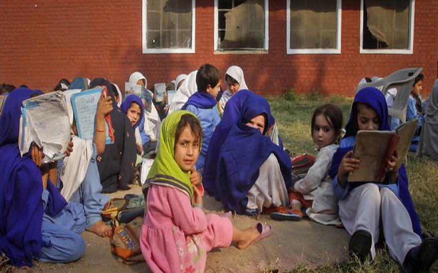 girls-attending-lesson-outside-a-school-in-khyber-pakhtunkhwa660